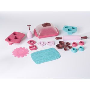 Easy-Bake Deluxe Delights Cake and Cookie Kit