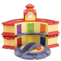 Chuggington Wooden Railway Double-Decker Roundhouse with Elevating Turntable